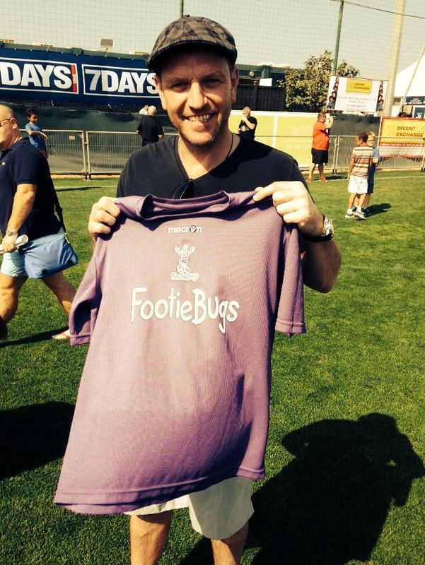 Former United player Lee Sharpe shows his support for FootieBugs