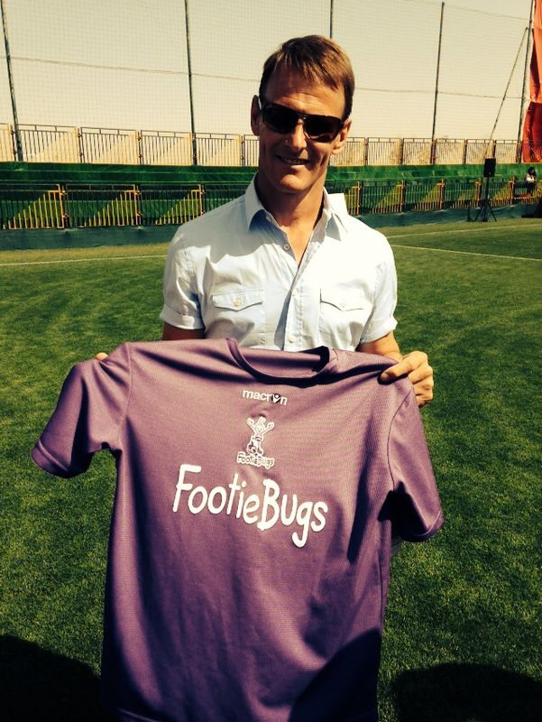 Teddy Sheringham meets FootieBugs